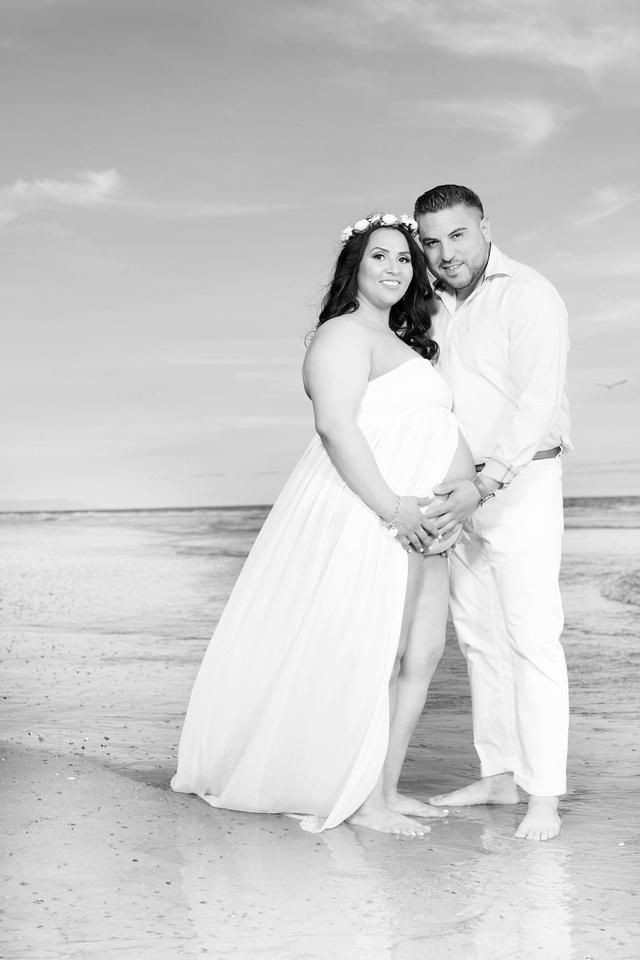 maternity photographer newport beach pier bw HG4A6598_pp