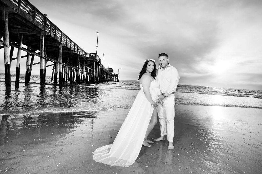 maternity photographer newport beach pier bw HG4A6622_pp