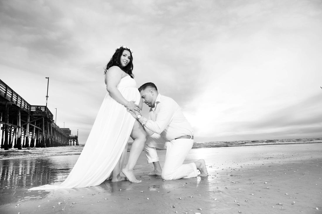 maternity photographer newport beach pier bw HG4A6637_pp