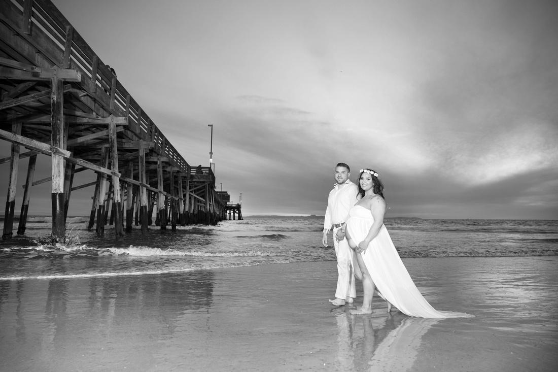 maternity photographer newport beach pier bw HG4A6728_pp